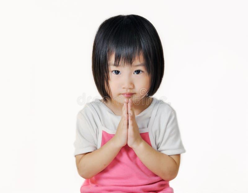 Asiatischer kleiner Kinderlohnrespekt in der thailändischen Art stockfotografie