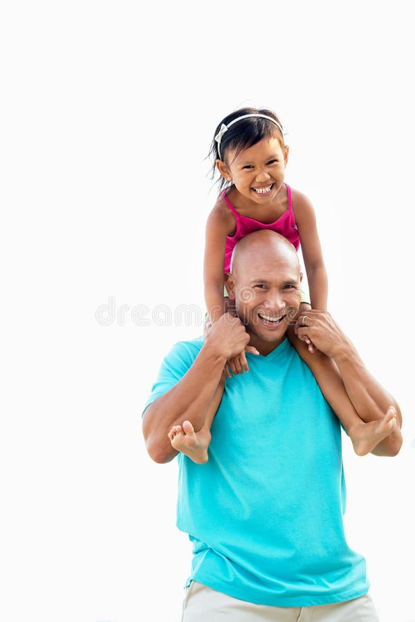 Asiatischer lachende und spielende Vater und Tochter lizenzfreies stockfoto