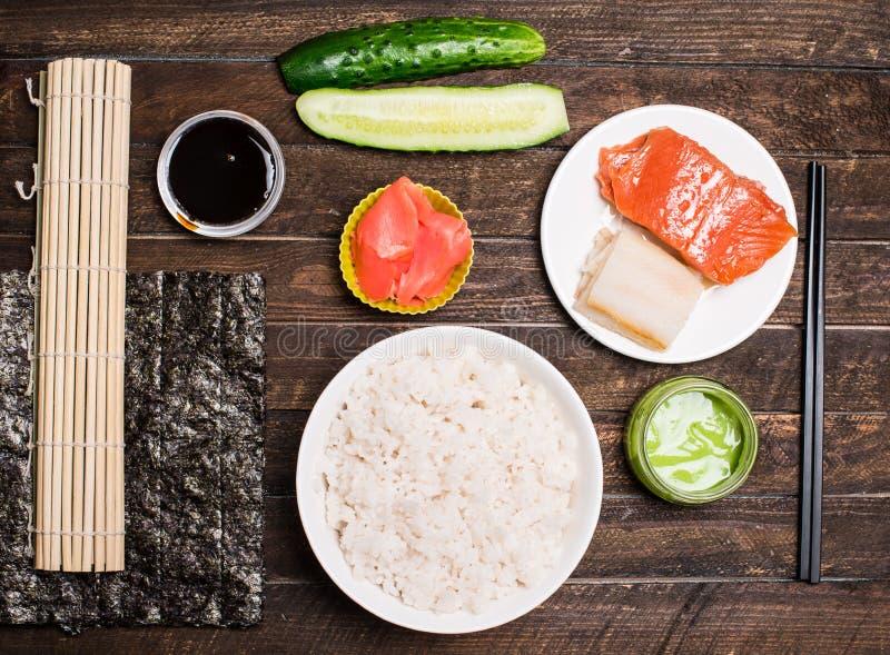 Asiatischer Lebensmittelhintergrund Sushivorbereitung Sushi t zu Hause machen stockfotografie