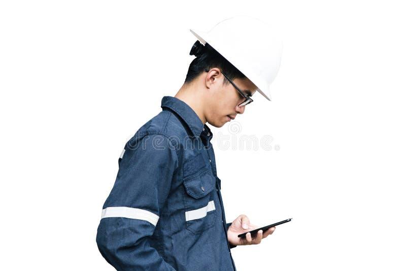 Asiatischer Mann, Ingenieur oder Techniker im weißem Sturzhelm, in den Gläsern und in Querstation stockbild