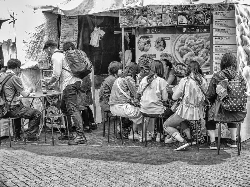 Asiatischer Straßennahrungsmittelstall in Cambridge-Markt lizenzfreie stockfotografie