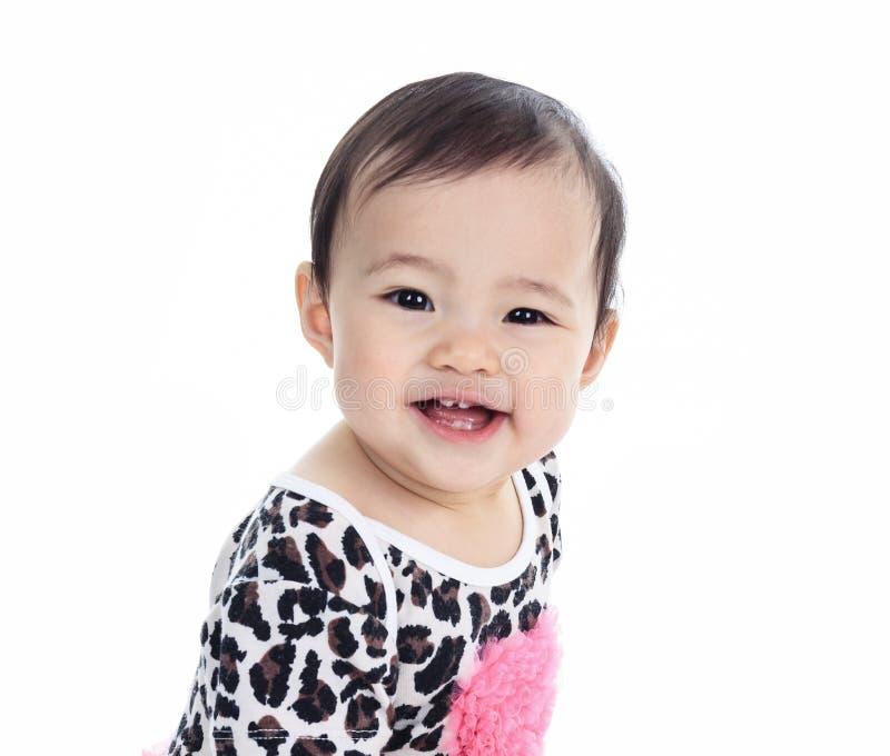 Asiatisches Baby auf einem Studioweißhintergrund lizenzfreies stockfoto