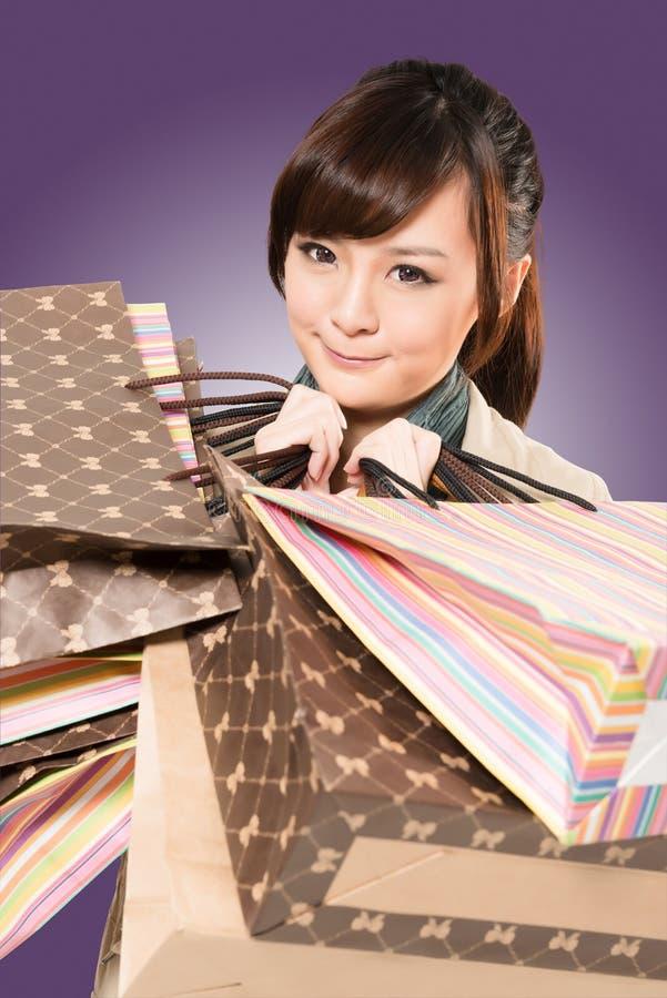 Asiatisches Fraueneinkaufen stockfotos