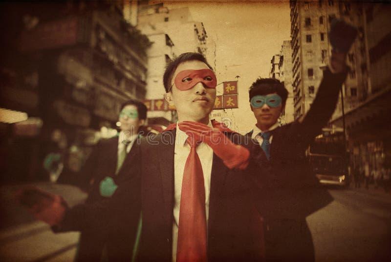 Asiatisches Geschäfts-Superheld-Vertrauens-Konzept stockfotografie