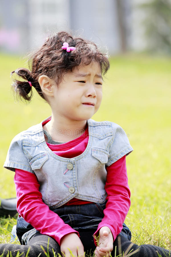 Asiatisches Kindschreien lizenzfreie stockbilder
