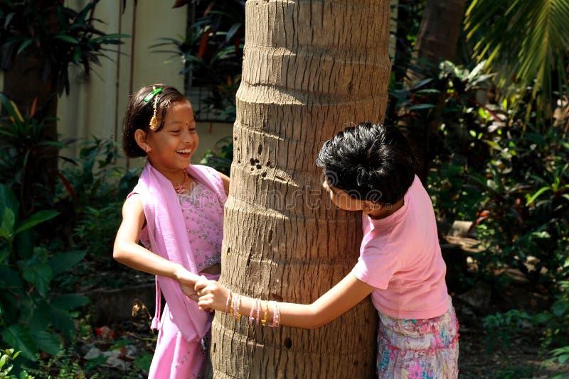 Asiatisches Kindspielen lizenzfreie stockfotografie