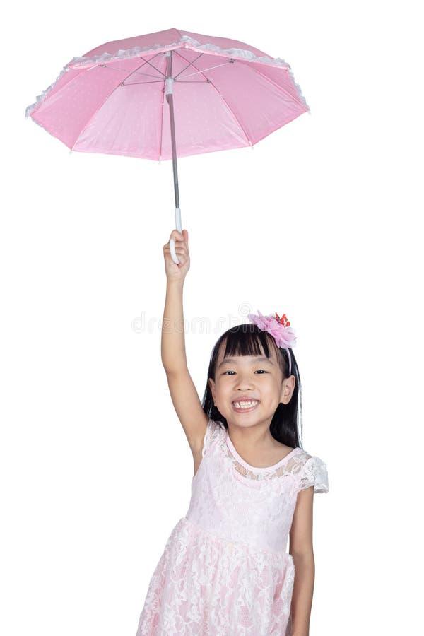 Asiatisches kleines chinesisches Mädchen, das Regenschirm hält lizenzfreie stockfotografie