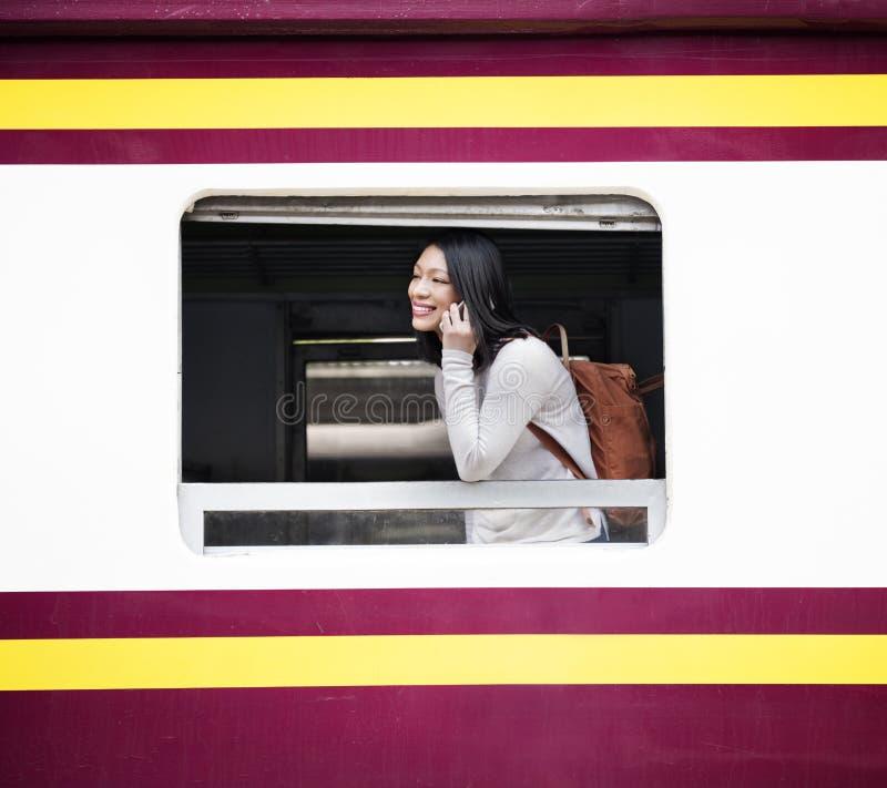 Asiatisches Konzept Damen-Traveling Commute Train stockfotos