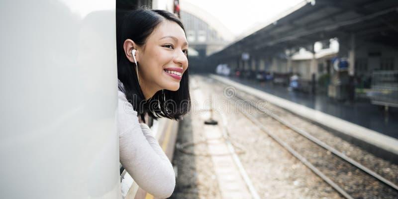 Asiatisches Konzept Damen-Traveling Commute Train lizenzfreie stockbilder