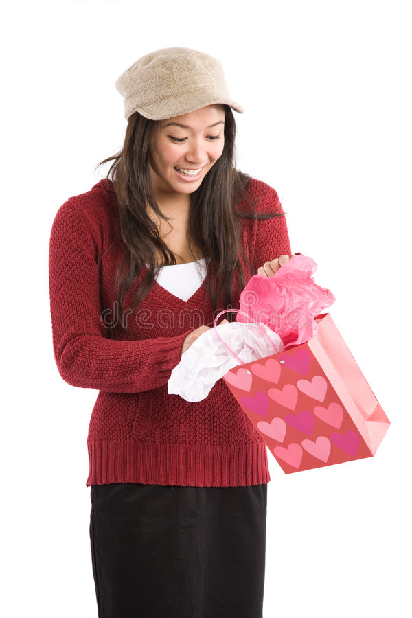 Asiatisches Mädchenöffnungs-Valentinsgrußgeschenk stockbilder