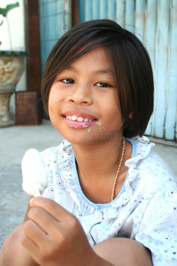 Download Asiatisches Mädchen stockbild. Bild von zicklein, ruhe - 872665
