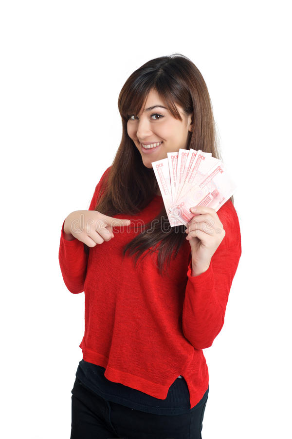 Asiatisches Mädchen, das einige Rechnungen des chinesischen Geldes hält lizenzfreies stockbild