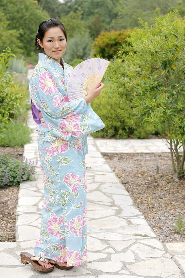Asiatisches Mädchen in einem Komona stockfoto