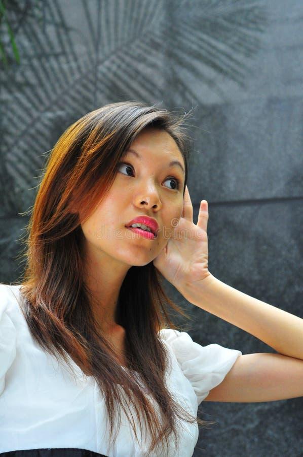Asiatisches Mädchen-Handzeichen - Anhörung 2 stockbilder