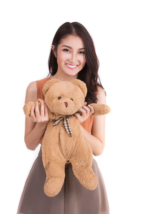 Asiatisches Mädchen hud ein Teddybär stockfoto