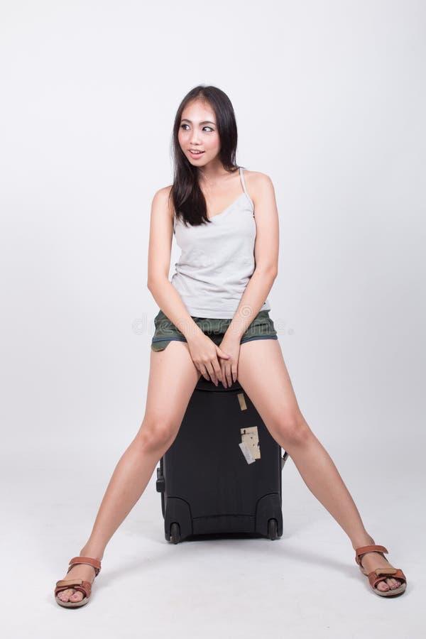Asiatisches Mädchen im Reisekonzept lizenzfreie stockbilder