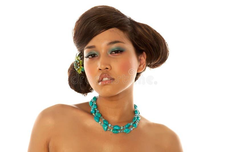 Asiatisches Mädchen mit Frisur und Verfassung stockfoto