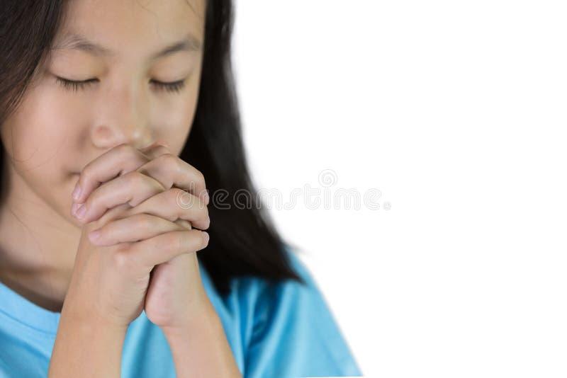 Asiatisches Mädchenhand-beten lokalisiert auf weißem Hintergrund, Hand-folde stockbild