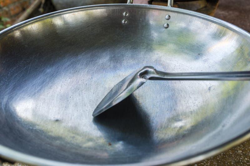 Asiatisches Metall, das Wannen kocht stockfotos