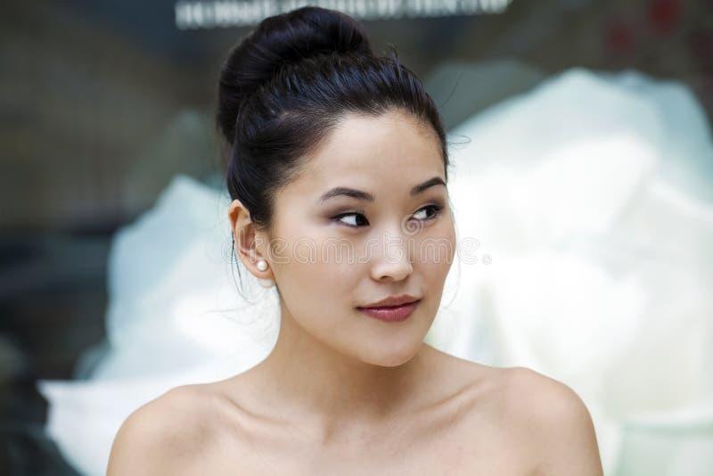 Asiatisches Schönheitsgesichtsporträt mit sauberer und frischer eleganter Dame stockbilder