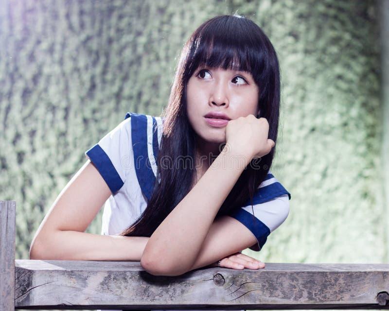 Asiatisches Schulmädchen des älteren Hochs stockfotografie