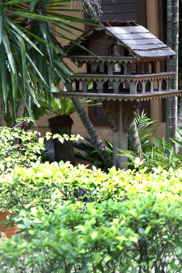 Asiatisches vogelhaus stockfoto bild von betriebe for Traditionelles haus bali