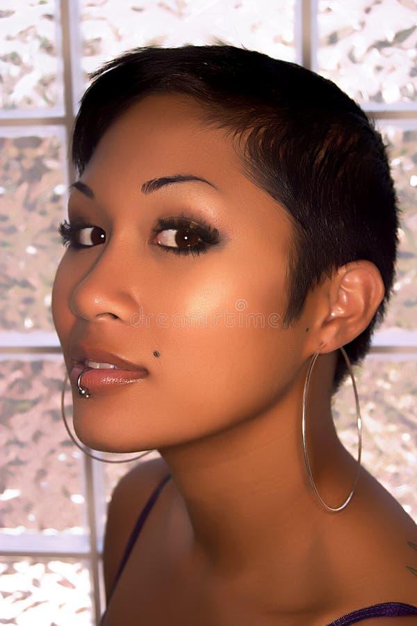 Asiatisches vorbildliches headshot mit der Lippe lizenzfreie stockfotos
