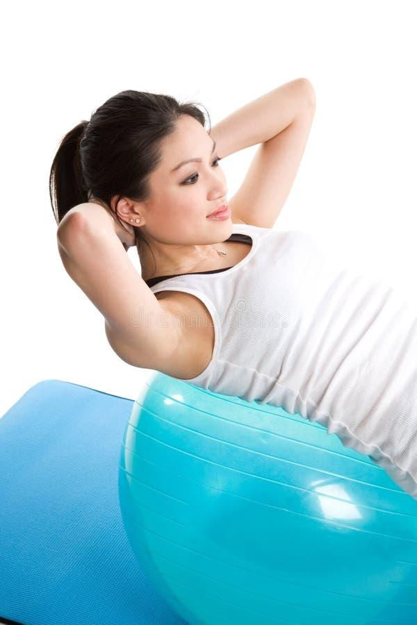 asiatisk övningskvinna royaltyfria foton
