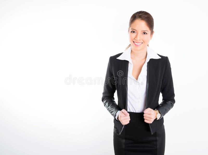Asiatisk affärskvinna på vit bakgrund med kopieringsutrymme royaltyfri foto