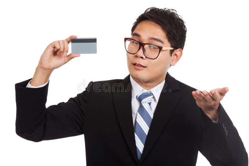 Asiatisk affärsman som är oförsiktig med ett kort arkivfoto