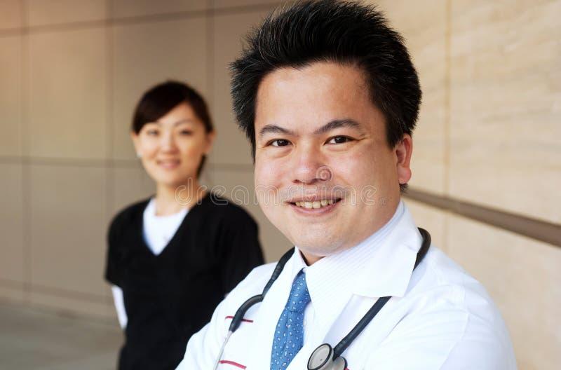 asiatisk bakgrundsdoktorssjuksköterska royaltyfri foto