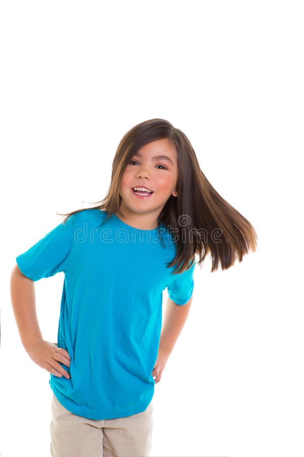 Asiatisk barnflicka i lyckligt le röra hår för blått arkivfoton