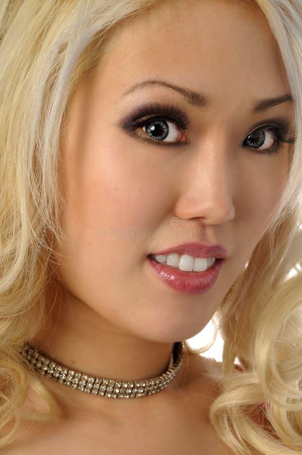 asiatisk blondin arkivfoton
