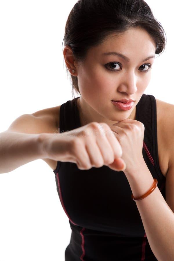 asiatisk boxningflicka royaltyfri foto