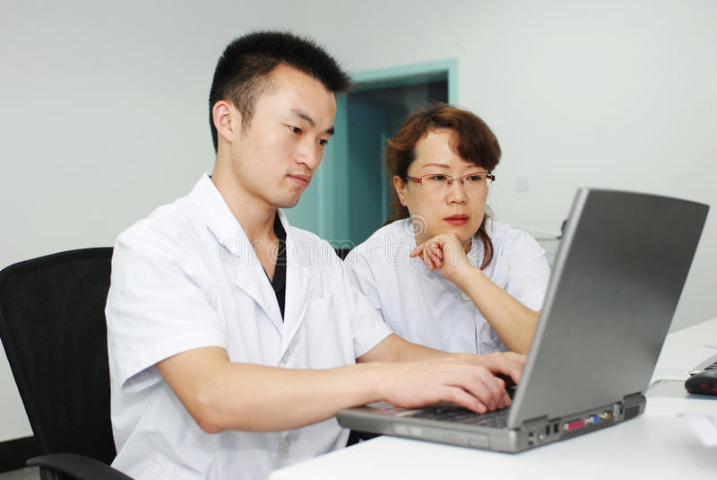 asiatisk doktorssjuksköterska arkivbilder