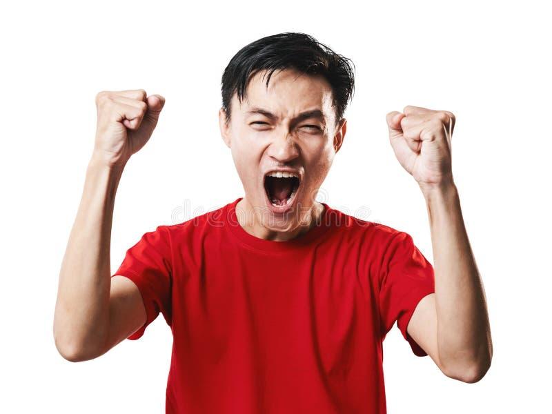 Asiatisk för fotbollfan för thailändskt folk fotboll i röd muffskjortaisolat royaltyfria foton