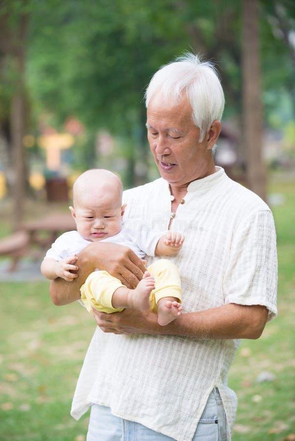 Asiatisk farfar arkivbilder