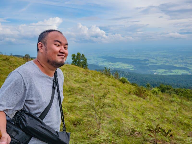 Asiatisk fet handelsresande som trekking på det Khao Luang berget i den Ramkhamhaeng nationalparken royaltyfria foton