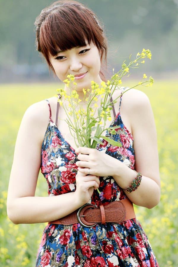 asiatisk flickasommar royaltyfri fotografi