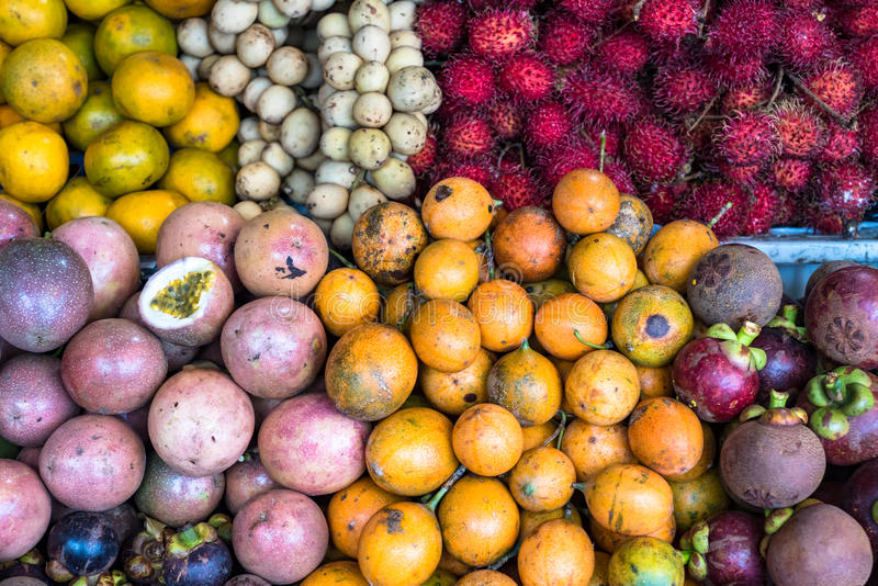 asiatisk fruktmarknad royaltyfri foto