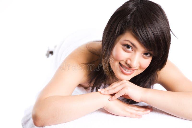 asiatisk härlig flickabrunnsort royaltyfri foto