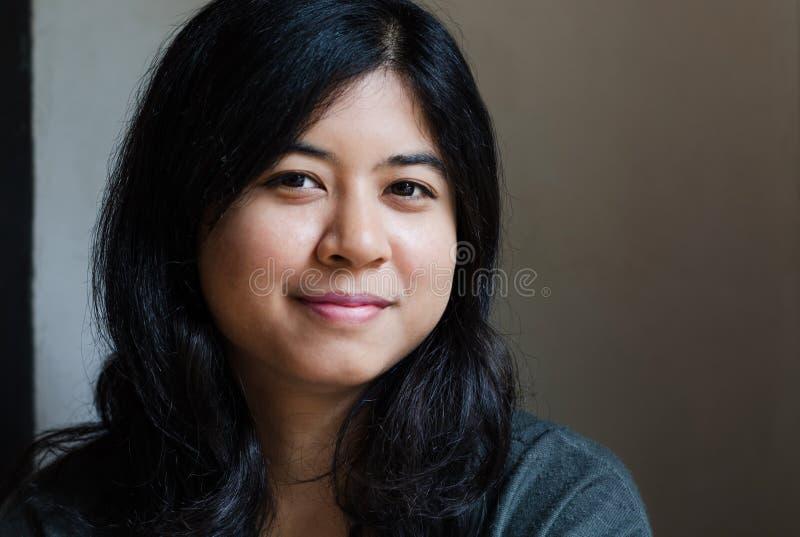asiatisk härlig kvinna arkivbild