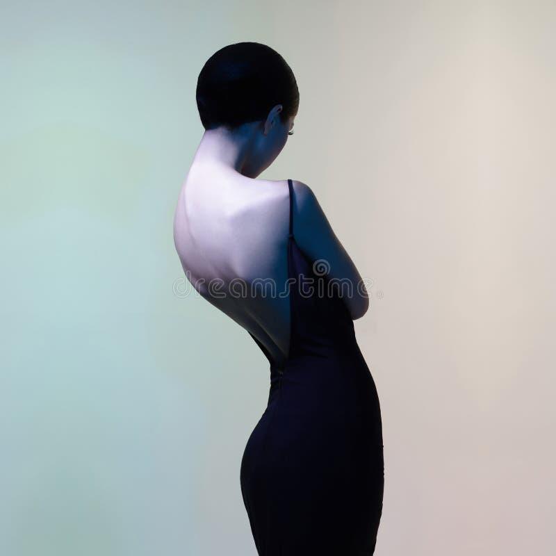 asiatisk härlig kvinna härlig kvinna för modeståendestudio royaltyfri foto