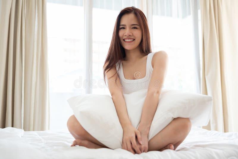 asiatisk härlig le kvinna royaltyfri bild