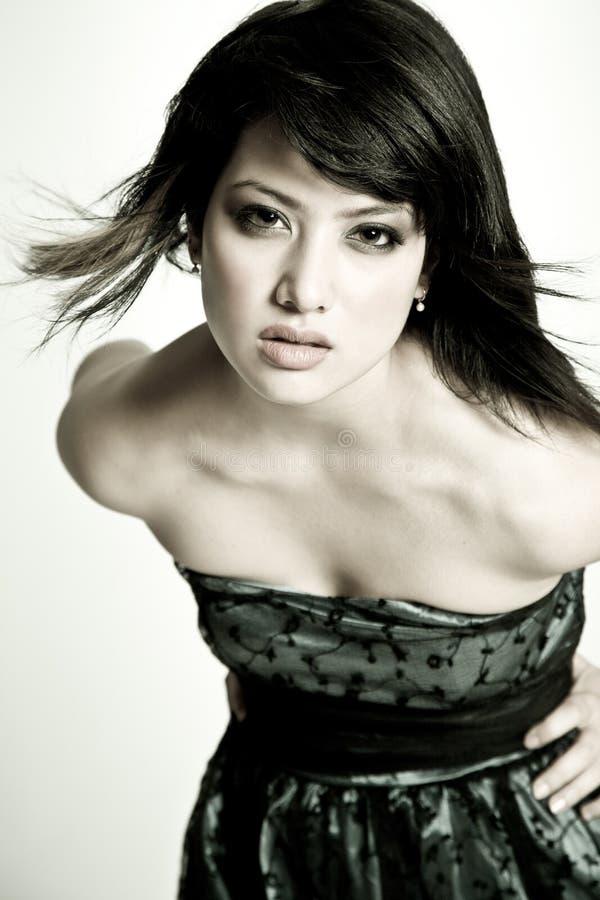 asiatisk härlig svart flickawhite royaltyfri bild