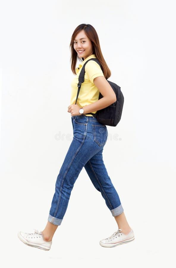 Asiatisk hållpåse för tonårs- flicka med ryggsäcken arkivbilder