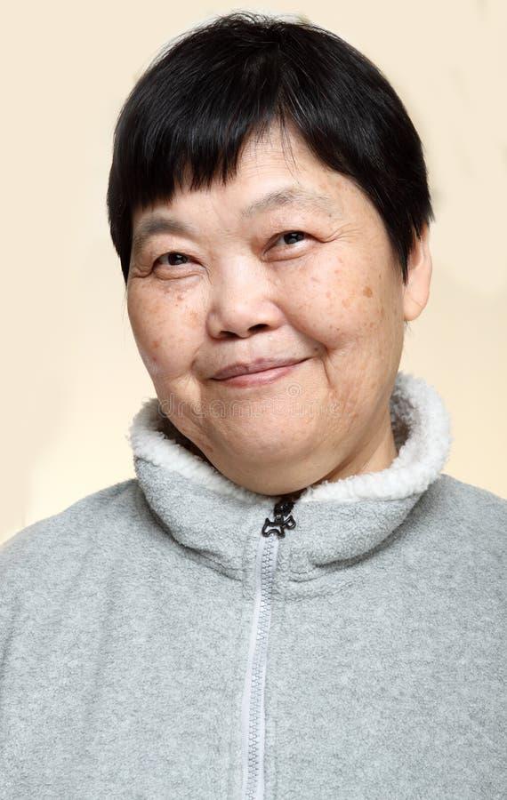 asiatisk hög kvinna för 60-tal royaltyfria foton