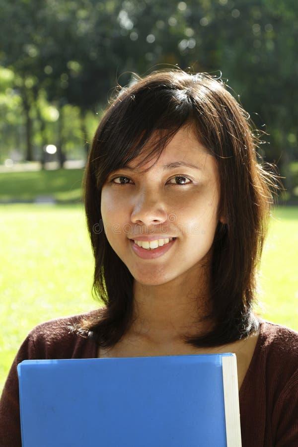 asiatisk högskolestudent royaltyfri fotografi