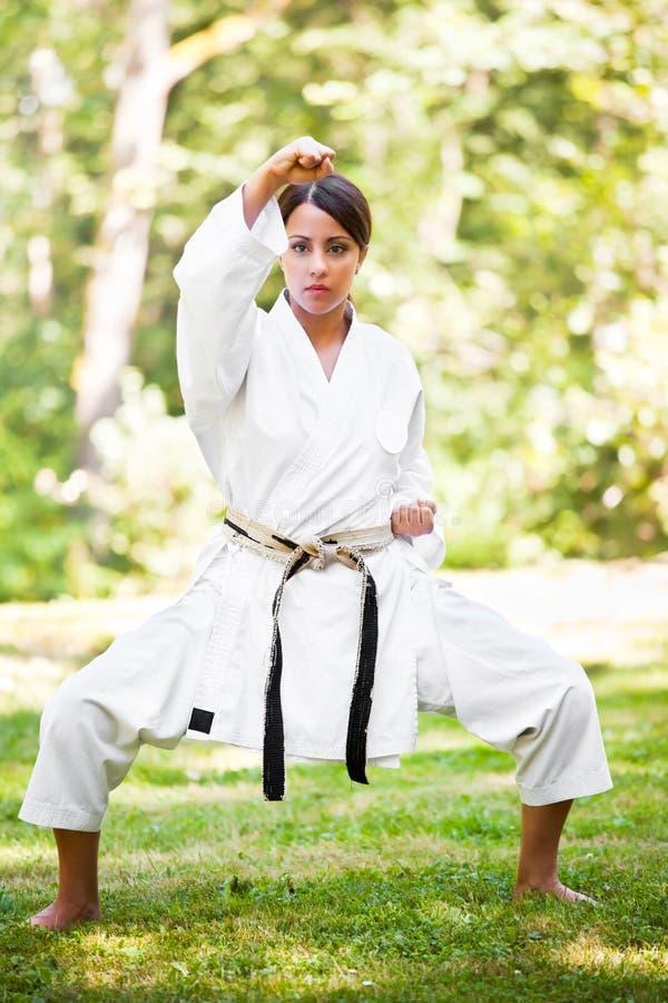 asiatisk karateövning royaltyfria bilder