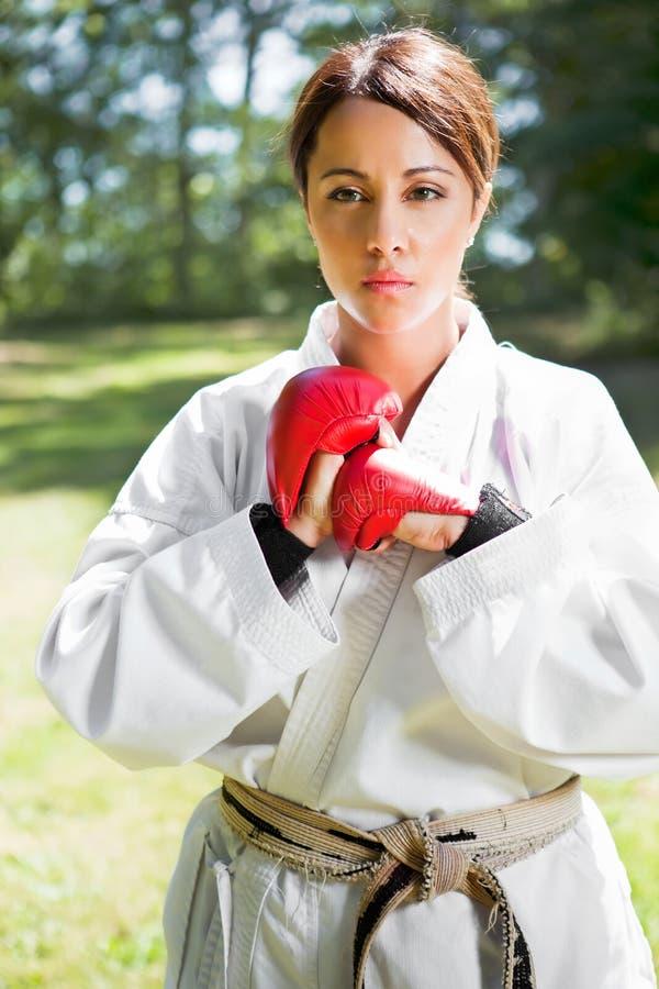 asiatisk karateövning arkivfoton